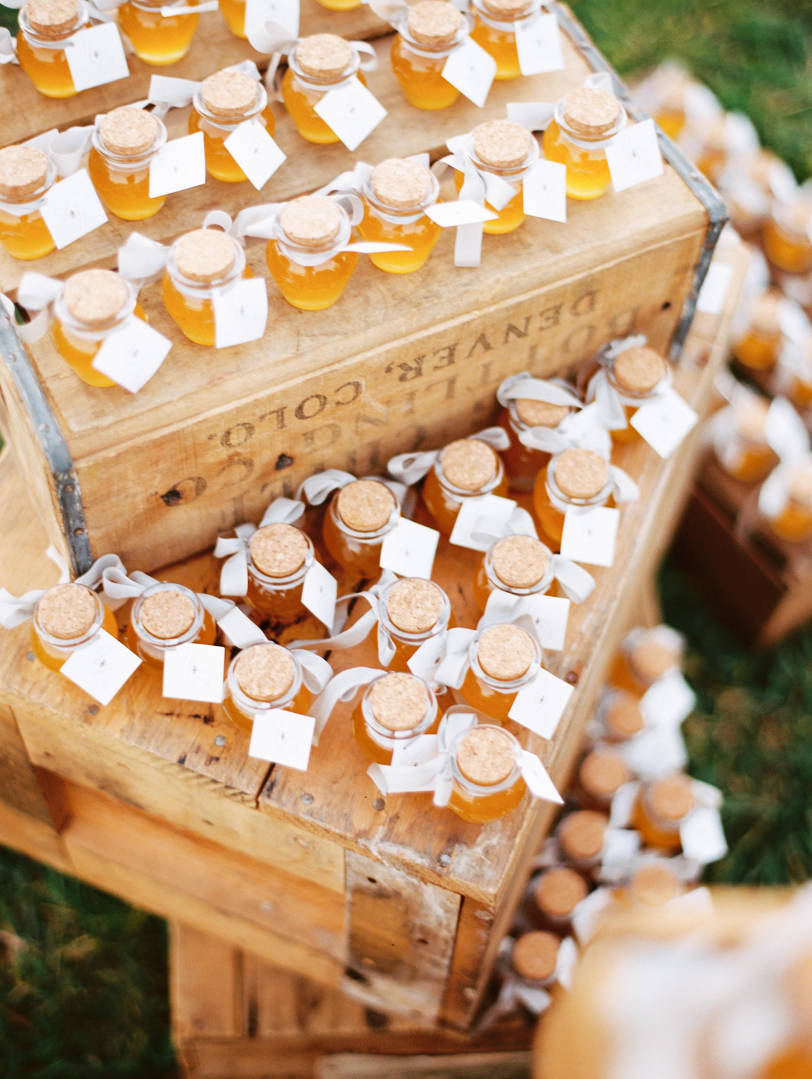 favors honey jars wooden crates