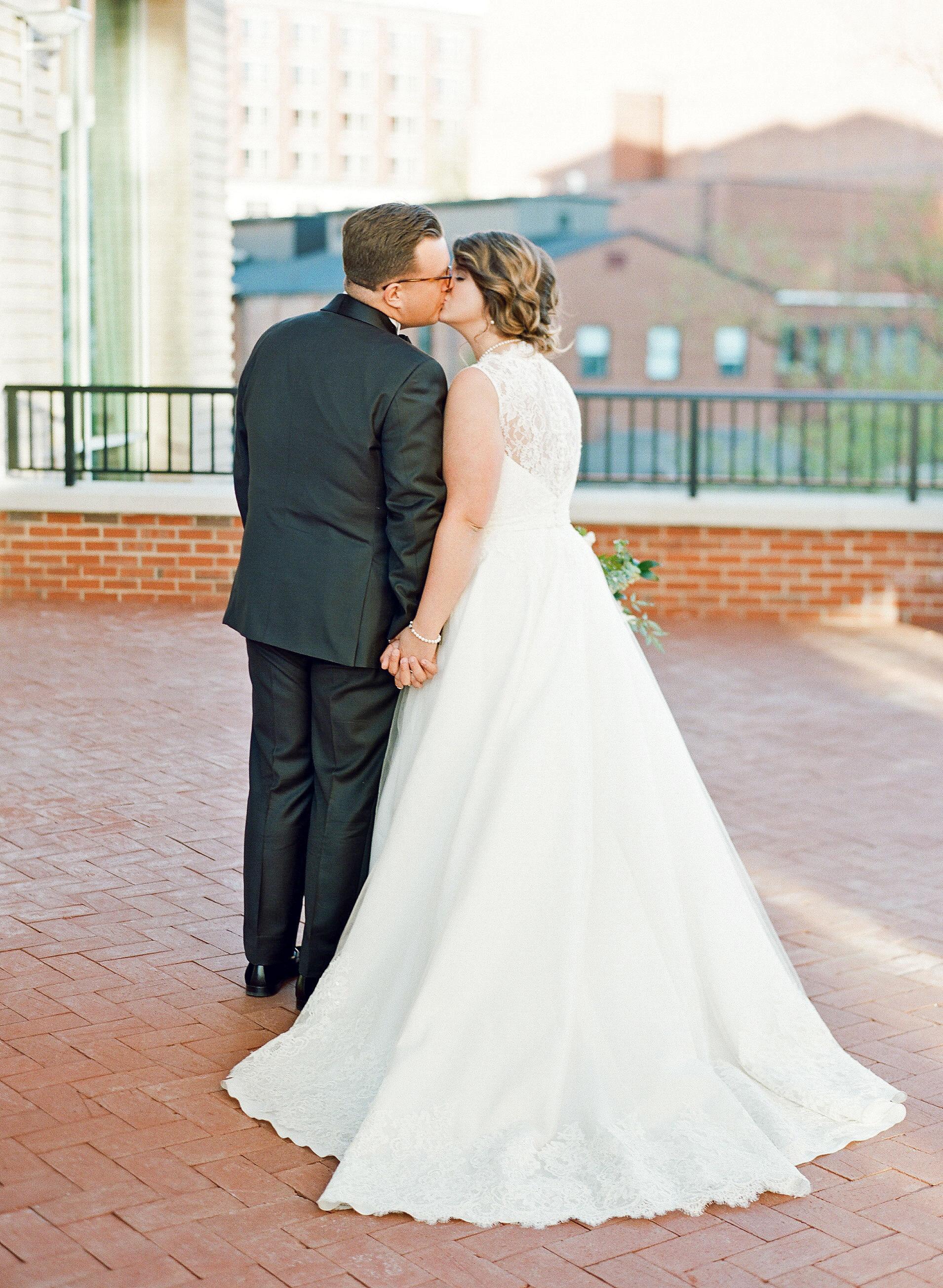 carey jared wedding couple kiss