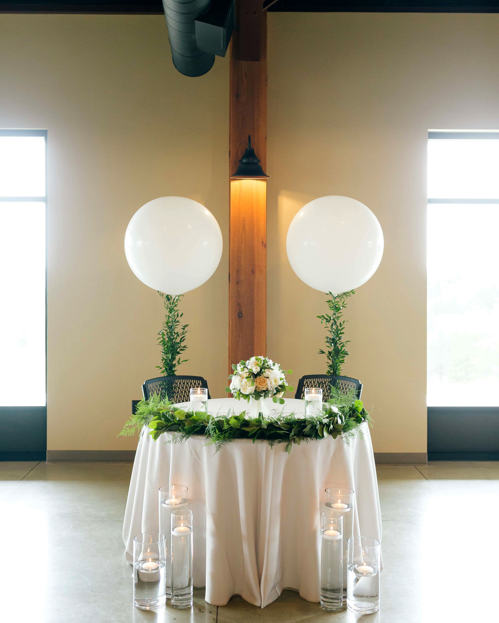 sweetheart table with balloon display
