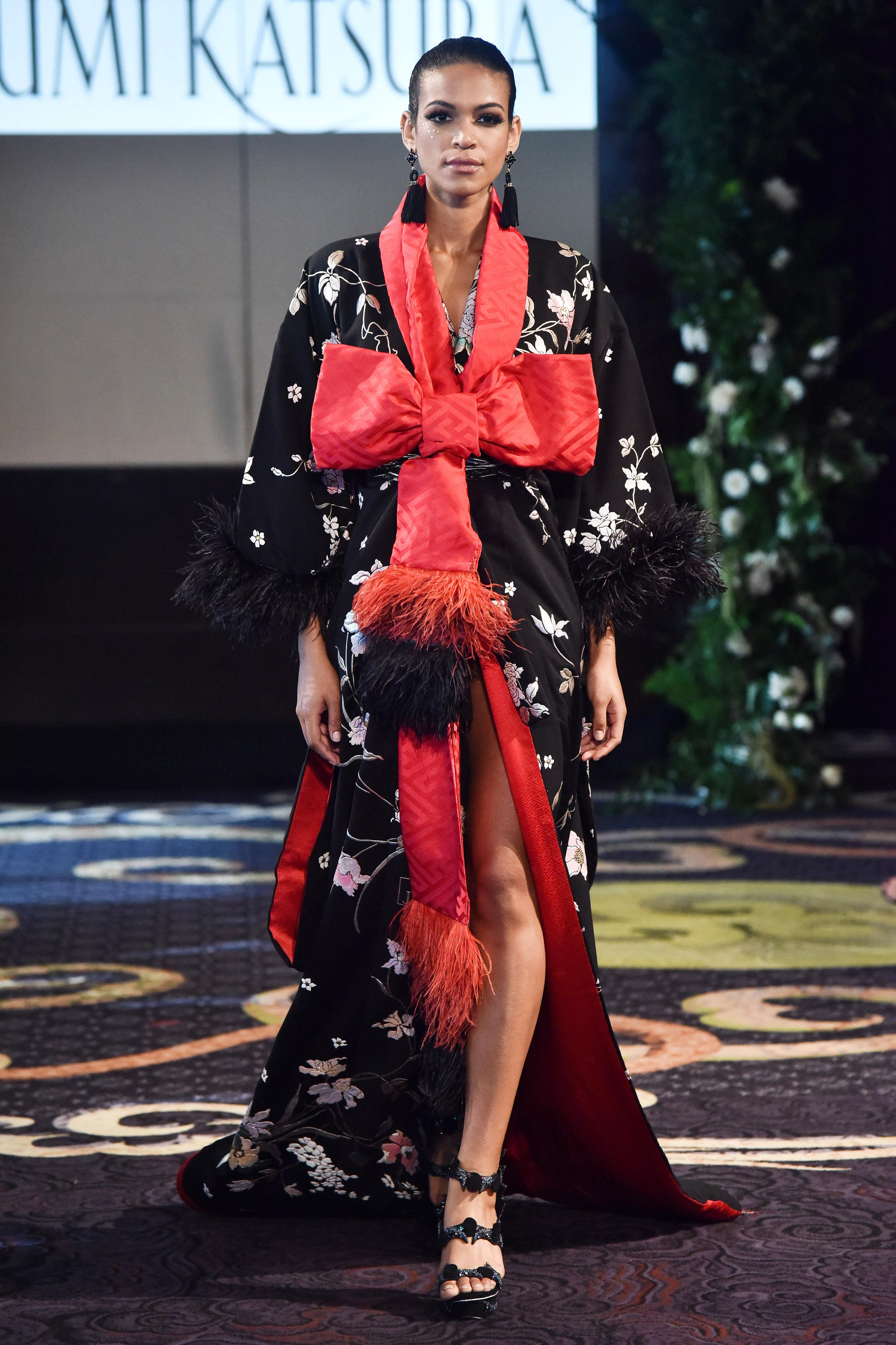 yumi katsura black and red silk kimono with bow and feathers wedding dress fall 2018