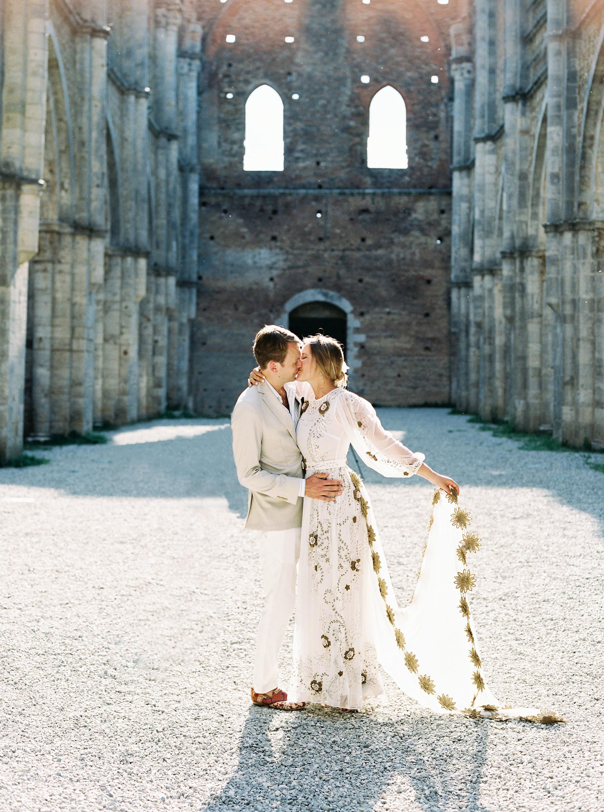 alexis zach wedding italy couple kiss dress