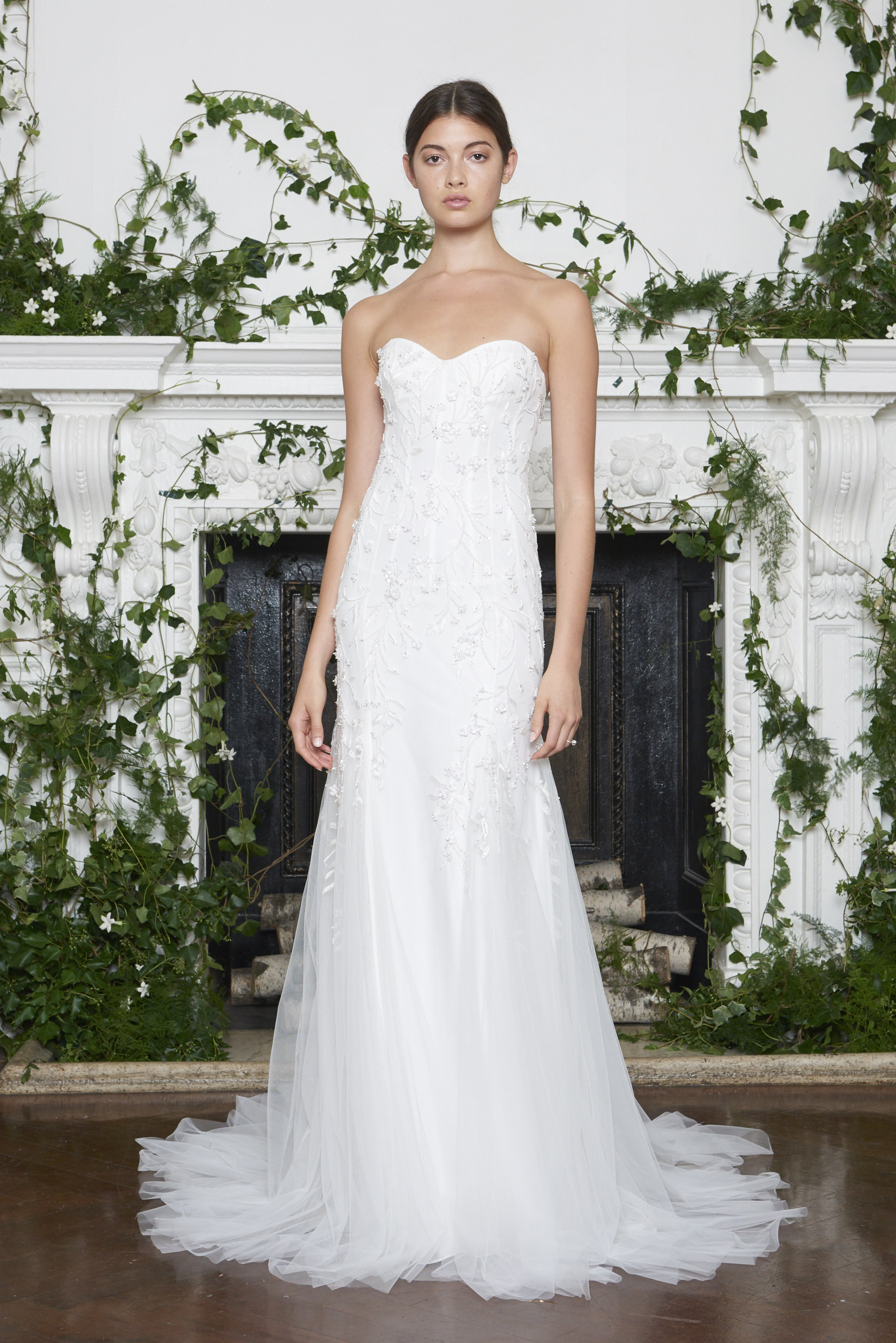 Monique Lhuillier Fall 2018 Strapless SLim Mermaid with Embroidery