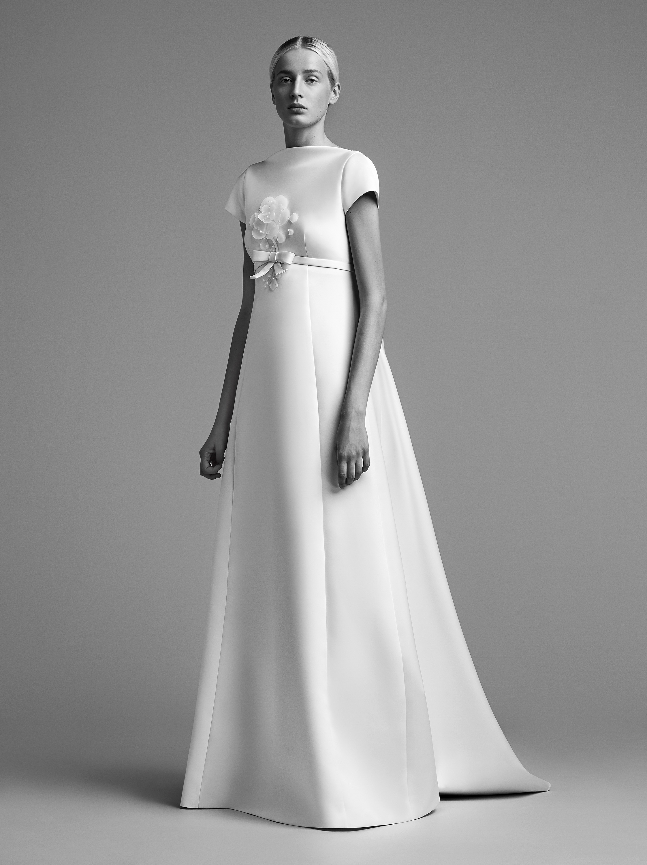 viktor rolf wedding dress fall 2018 high neck cap sleeve