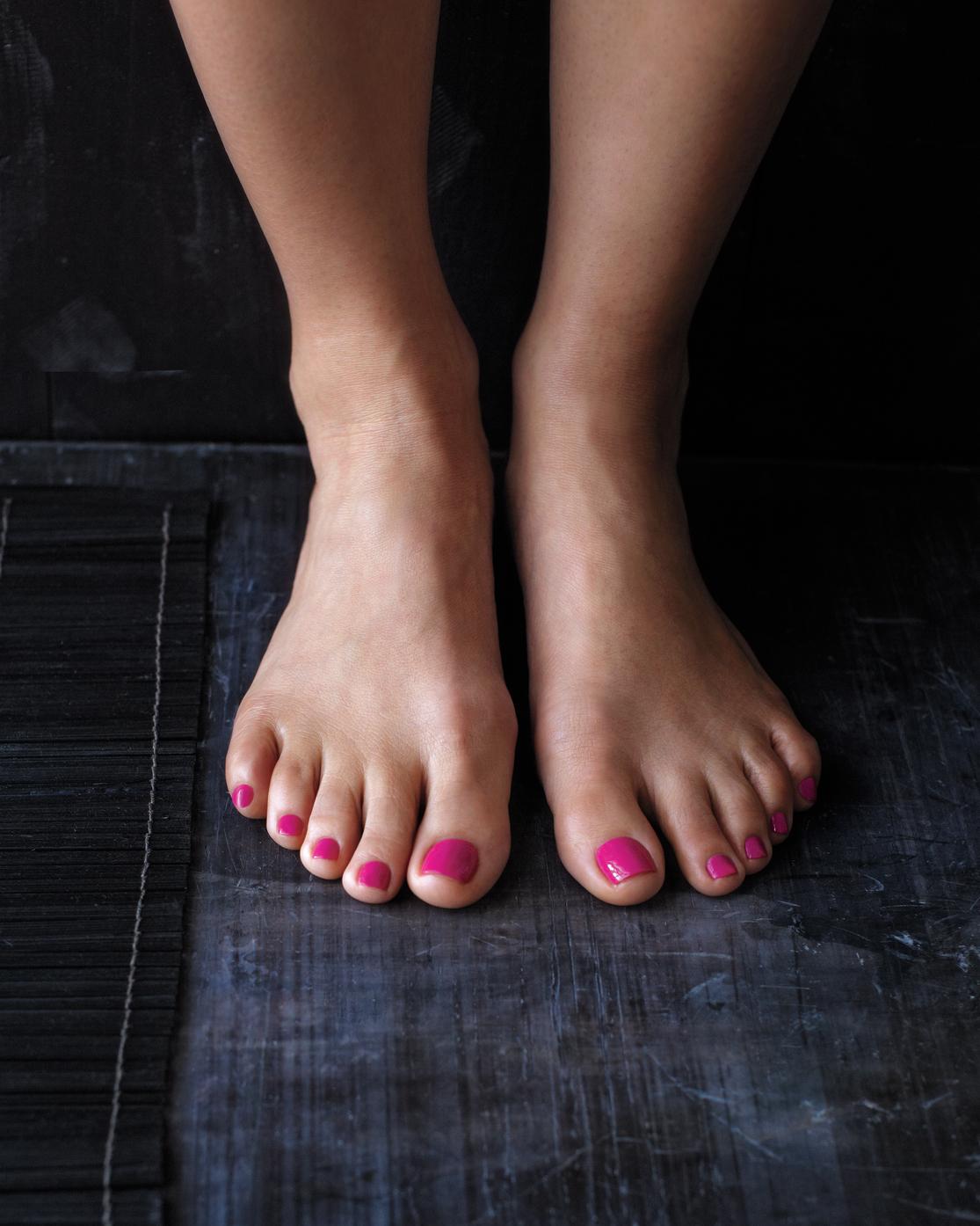 feet-nailpolish-mbd108851.jpg