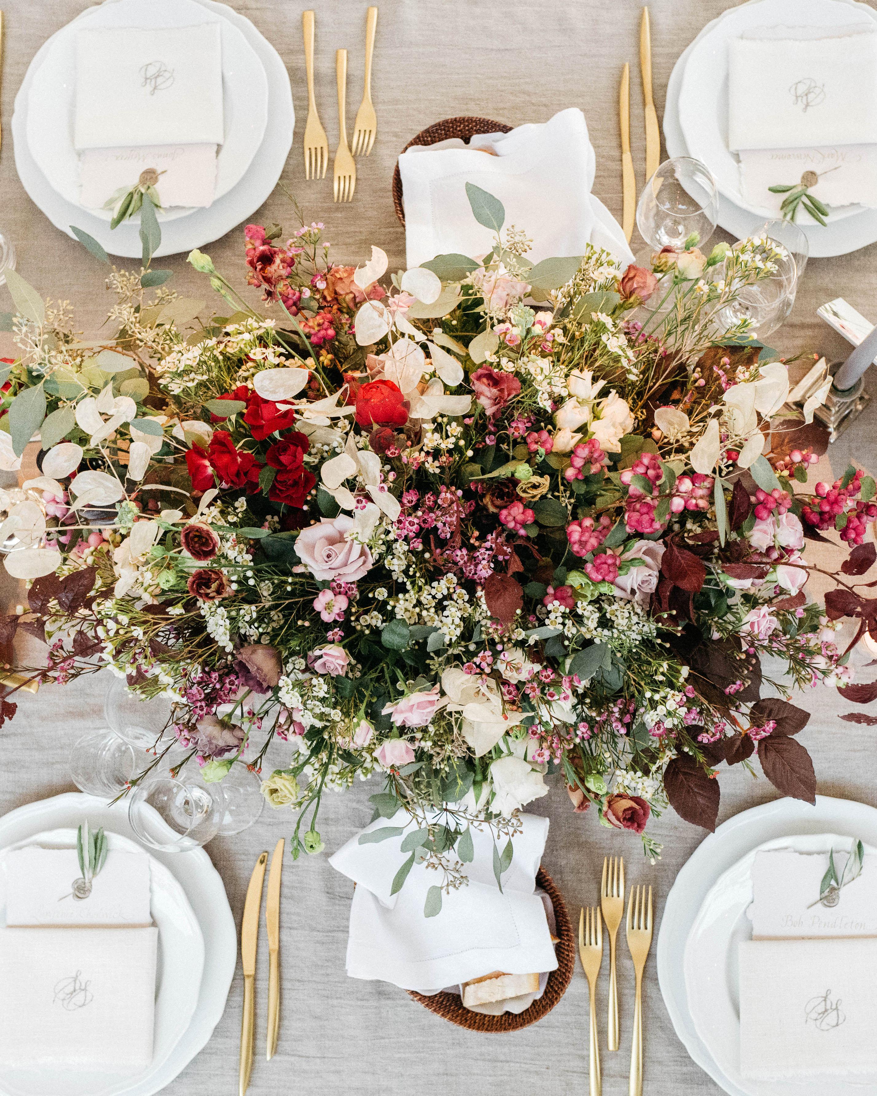 sara sam italy wedding table flower arrangement place setting