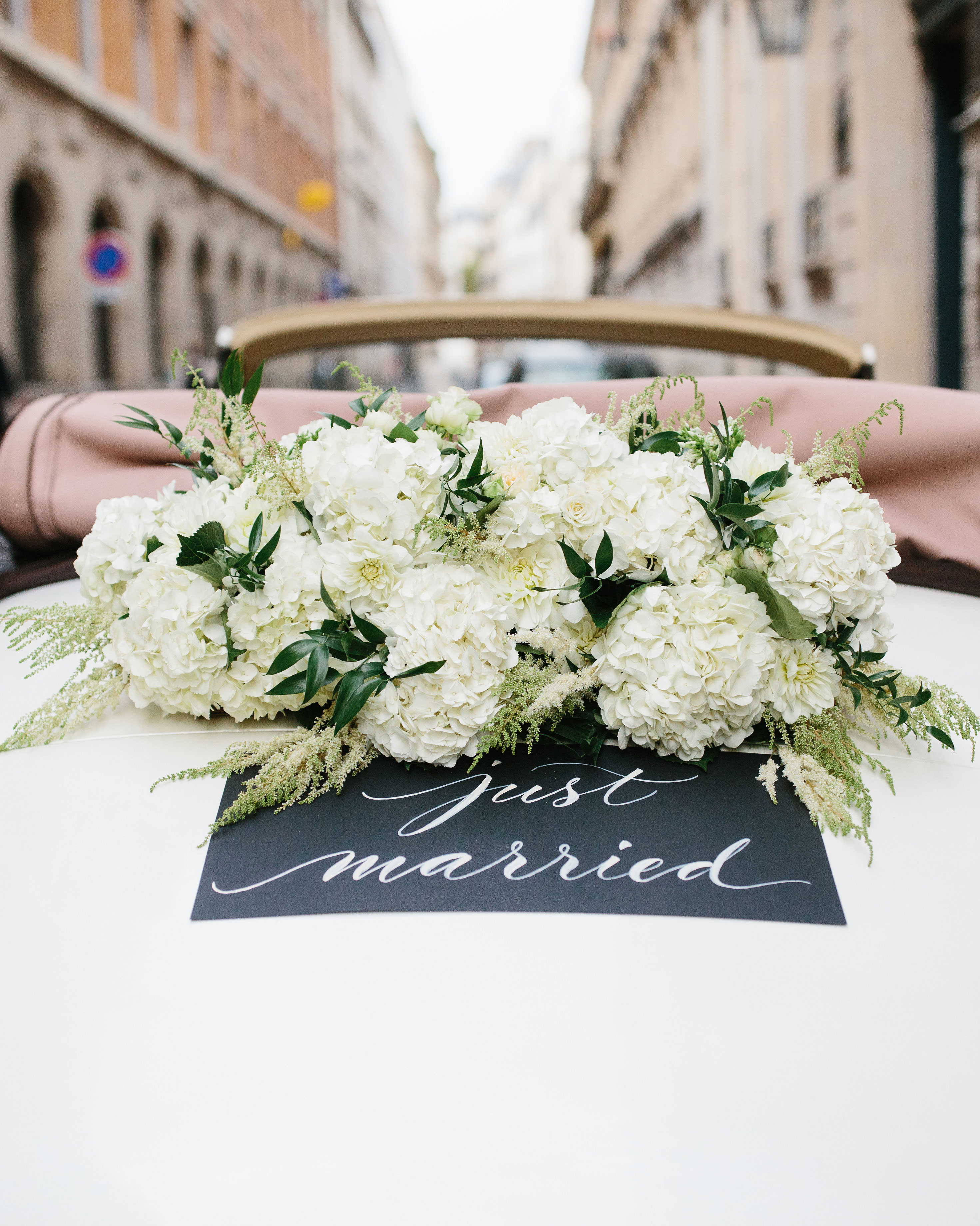wedding car just married sign