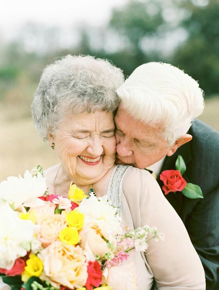 anniversary couple kiss
