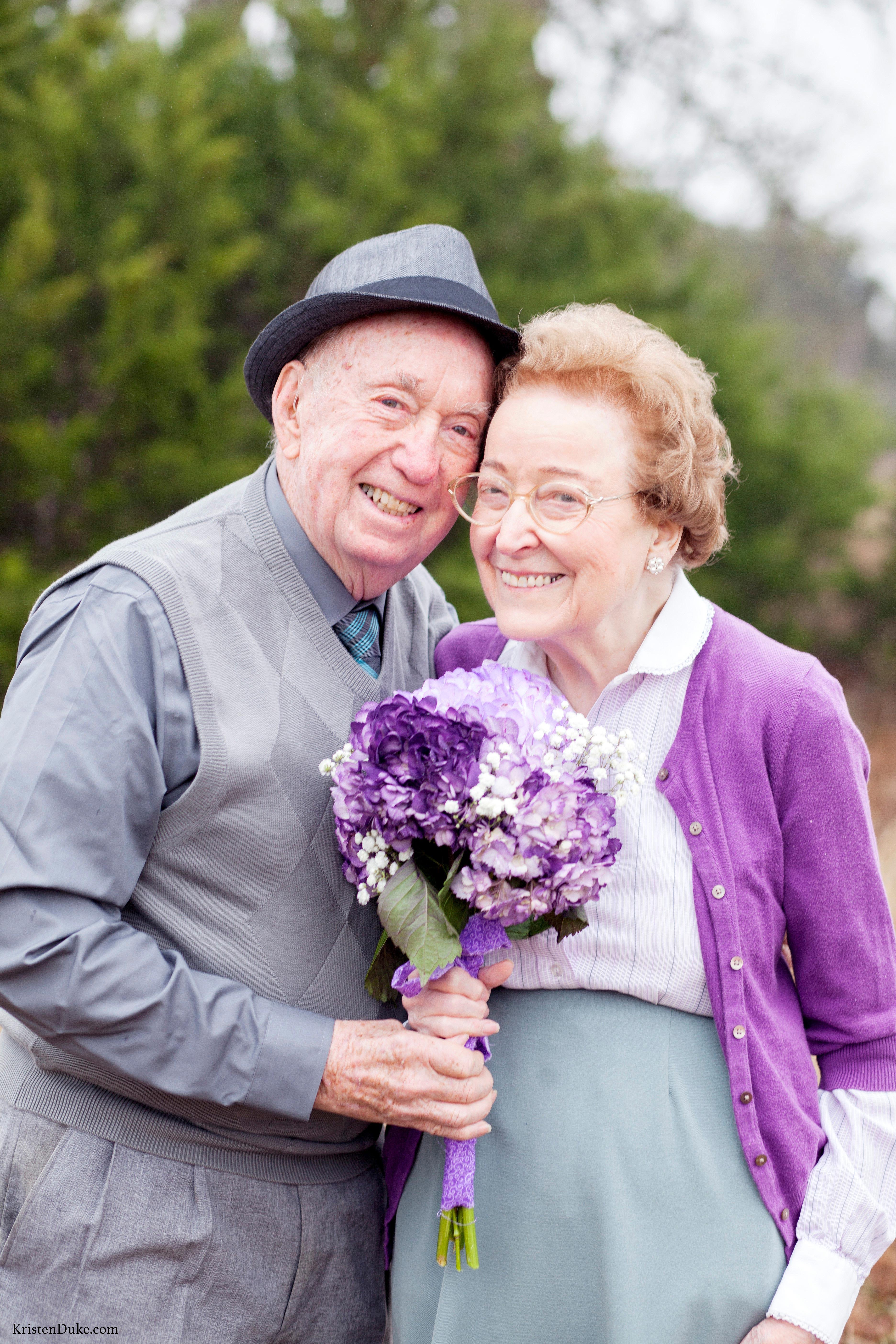 anniversary photo couple flowers
