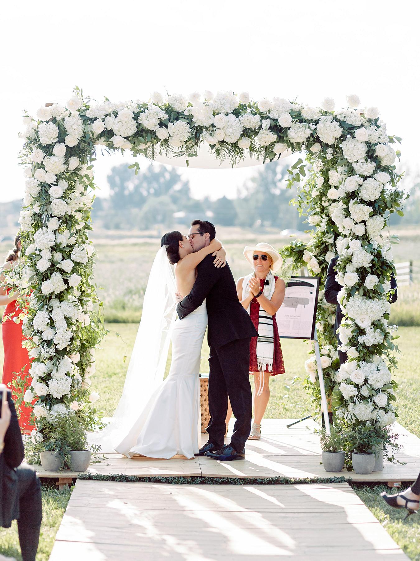 jamie jon wedding ceremony kiss