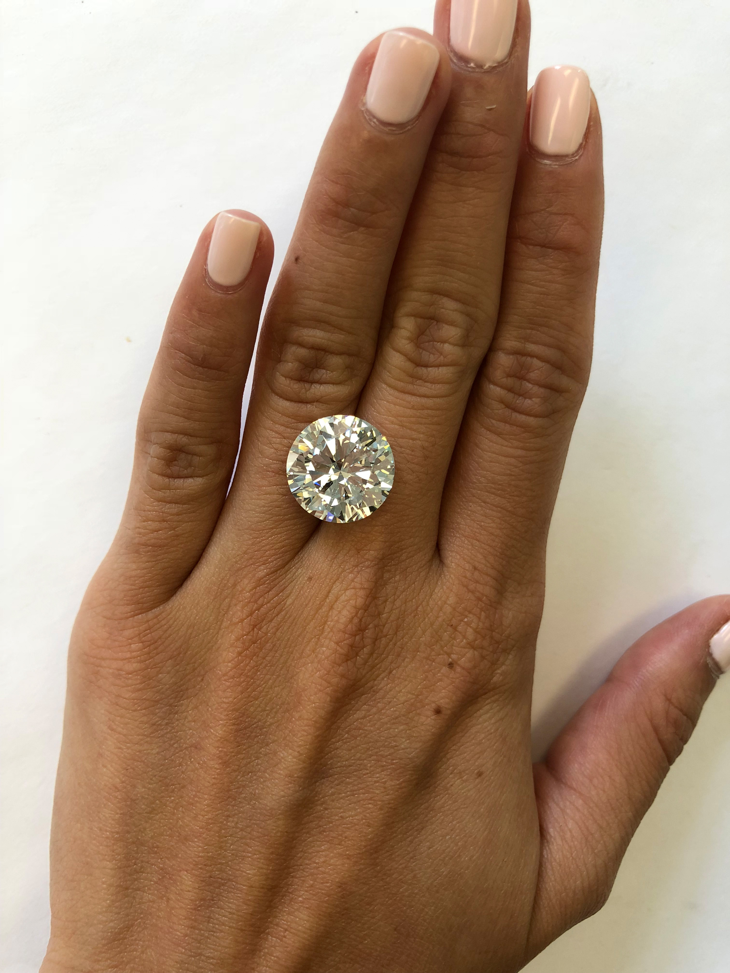 hand with 10 carat diamond