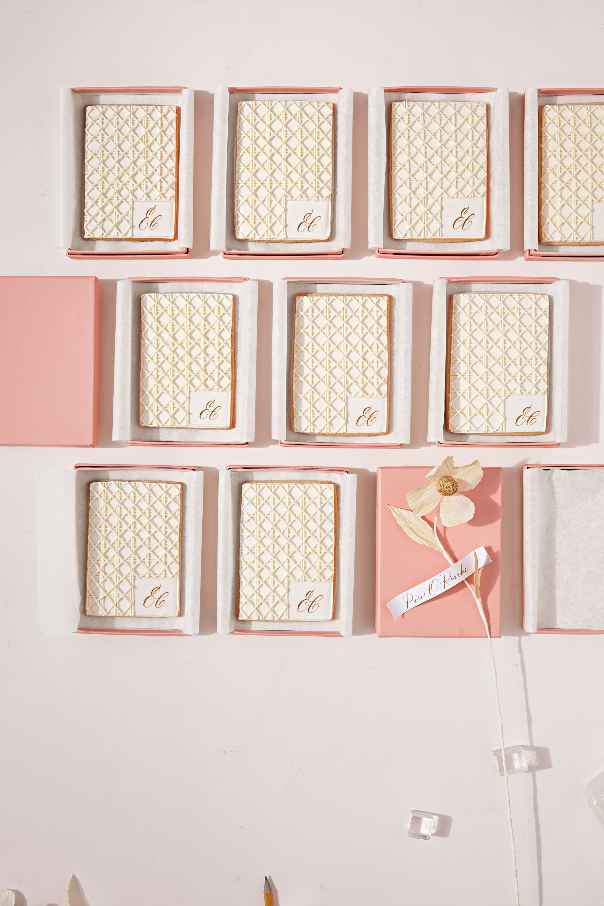 lattice piped cookie favors
