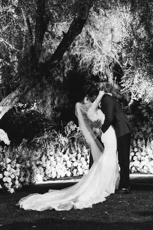 lyndsey magellan wedding ceremony kiss