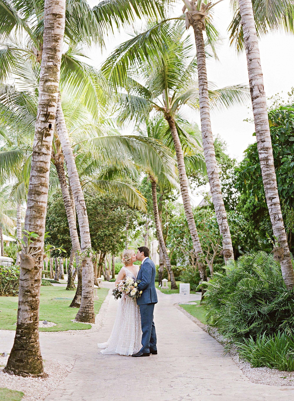 elizabeth sohale wedding dominican republic couple kiss