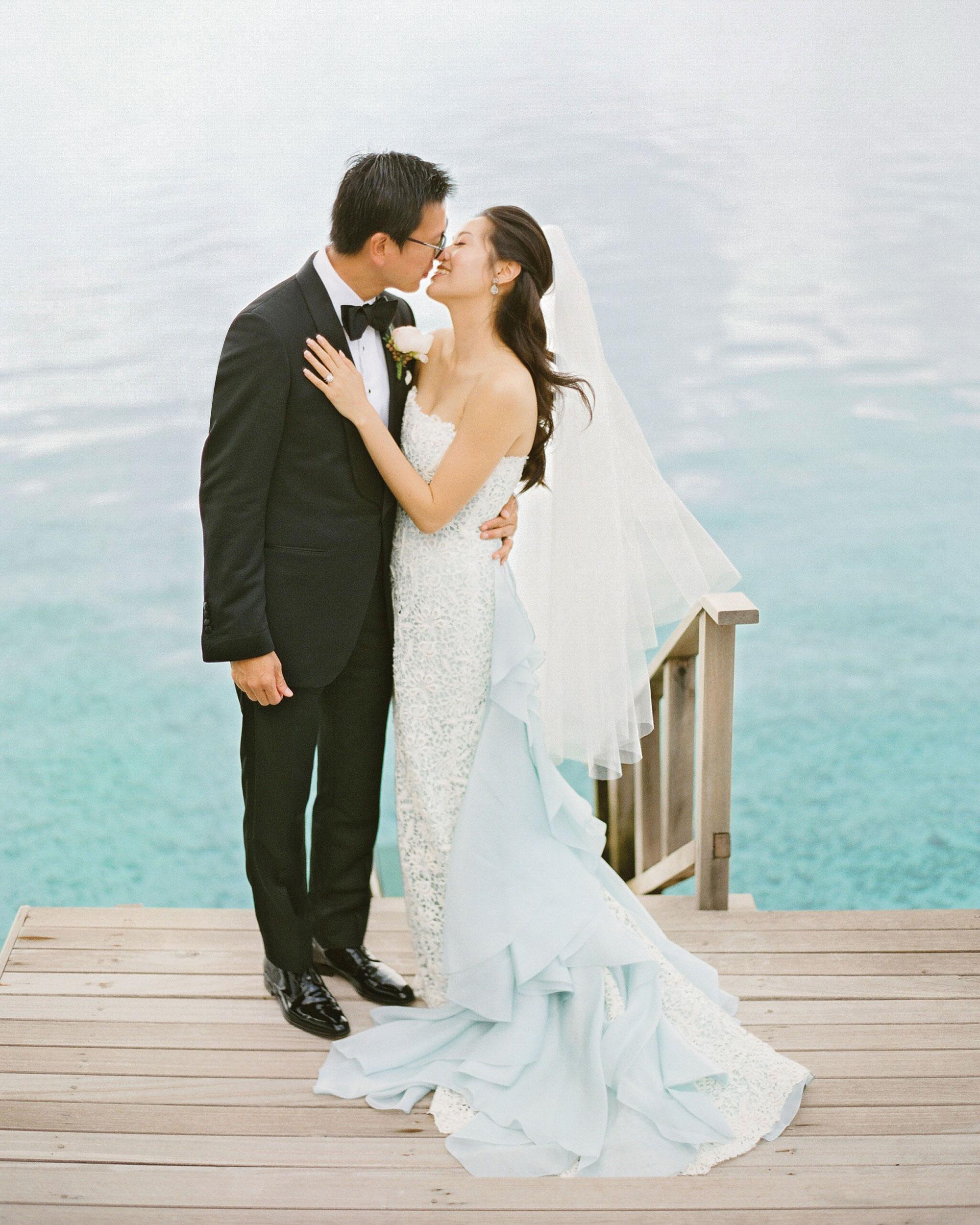 peony-richard-wedding-maldives-bride-groom-kiss-1077-s112383.jpg
