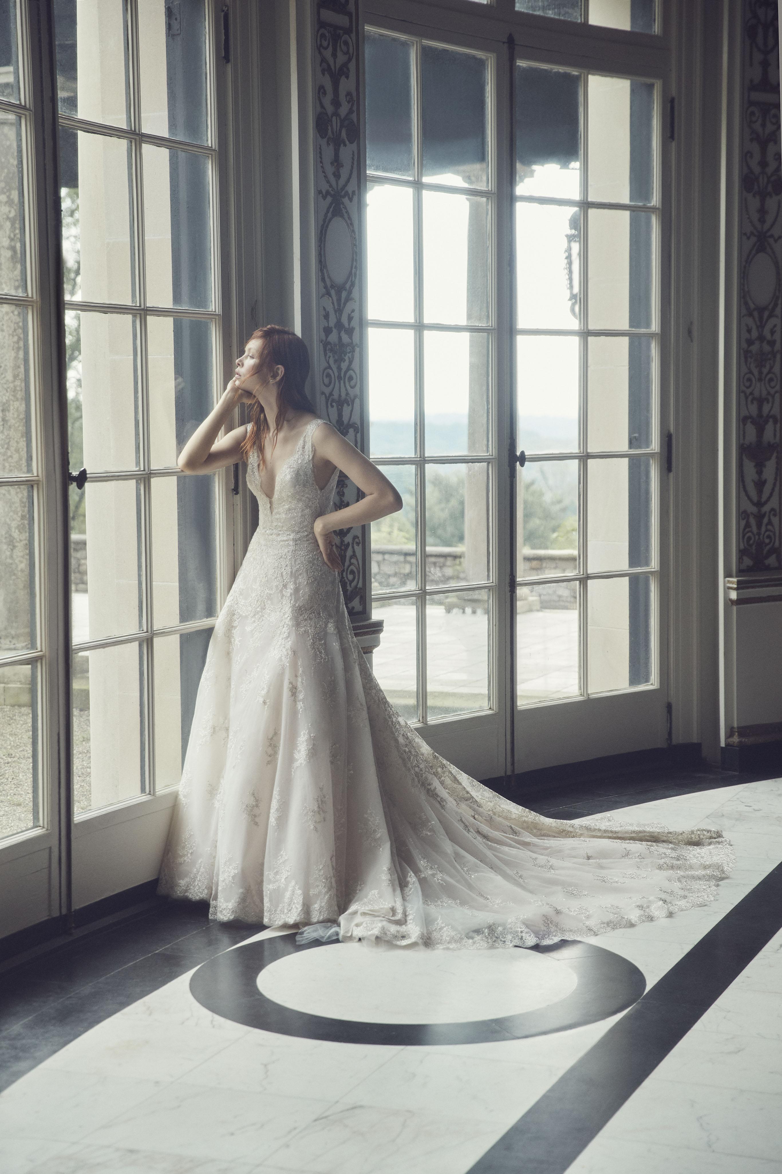monique lhuillier fall 2019 a-line dress with train