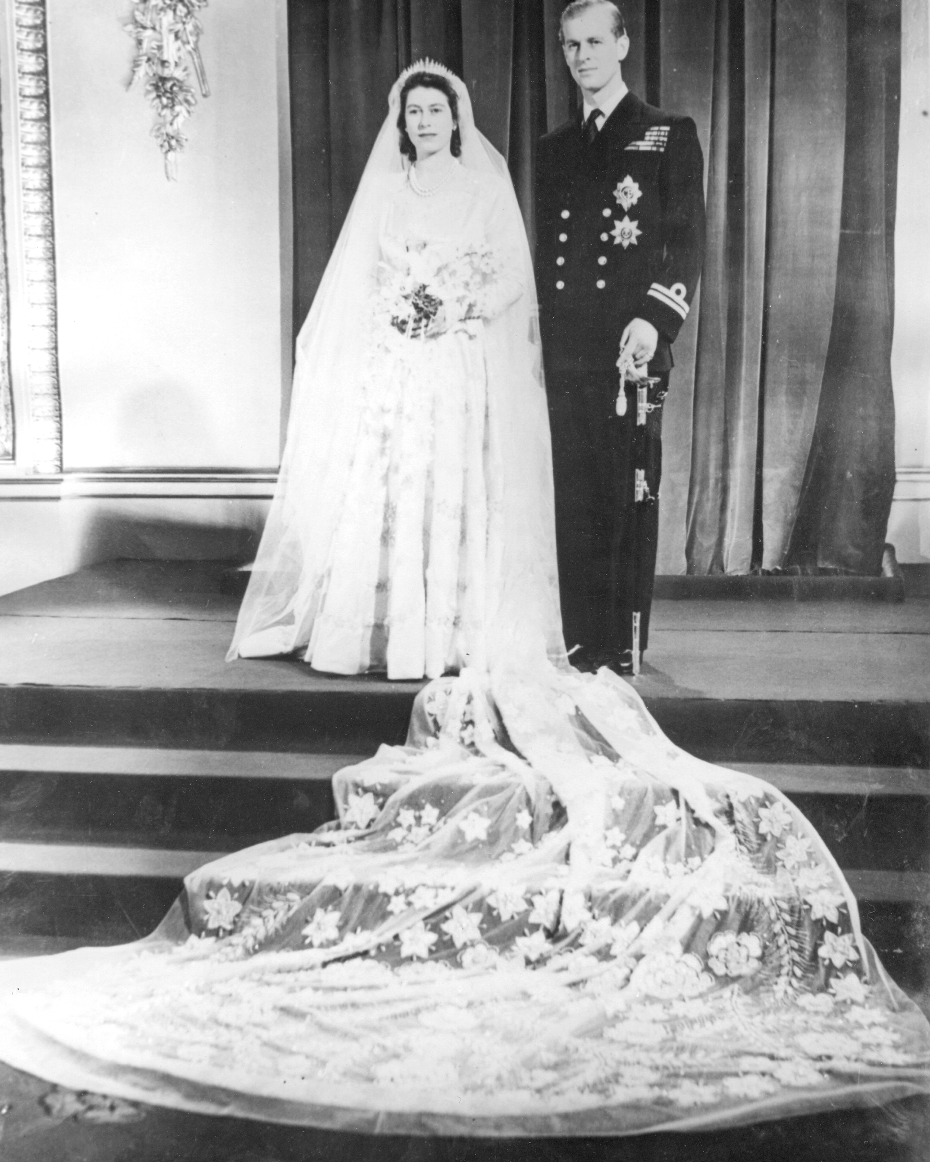 celebrity-brides-veils-princess-elizabeth-philip-mountbatten-0615.jpg