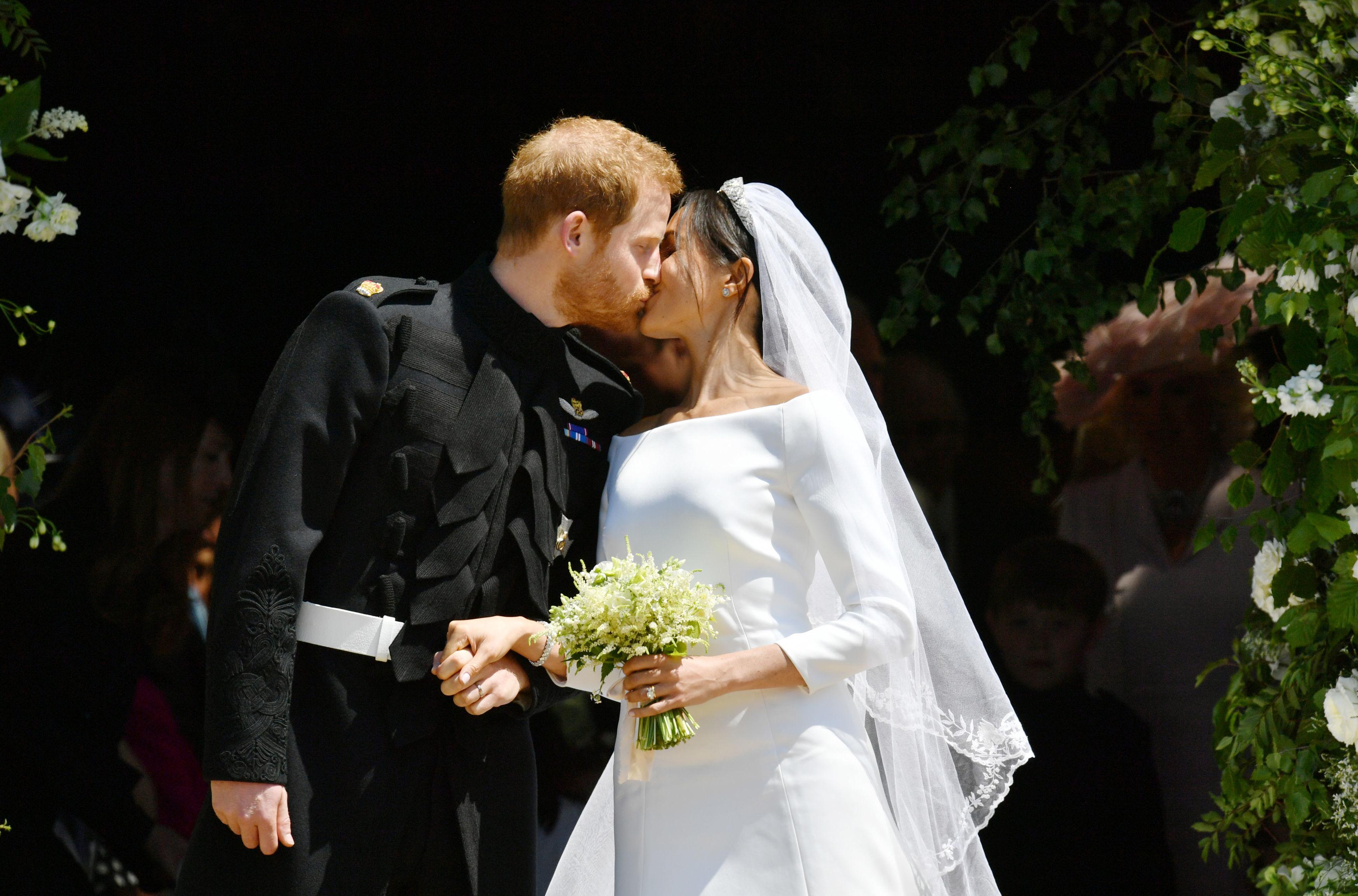 Prince Harry and Meghan Markle Married Kiss