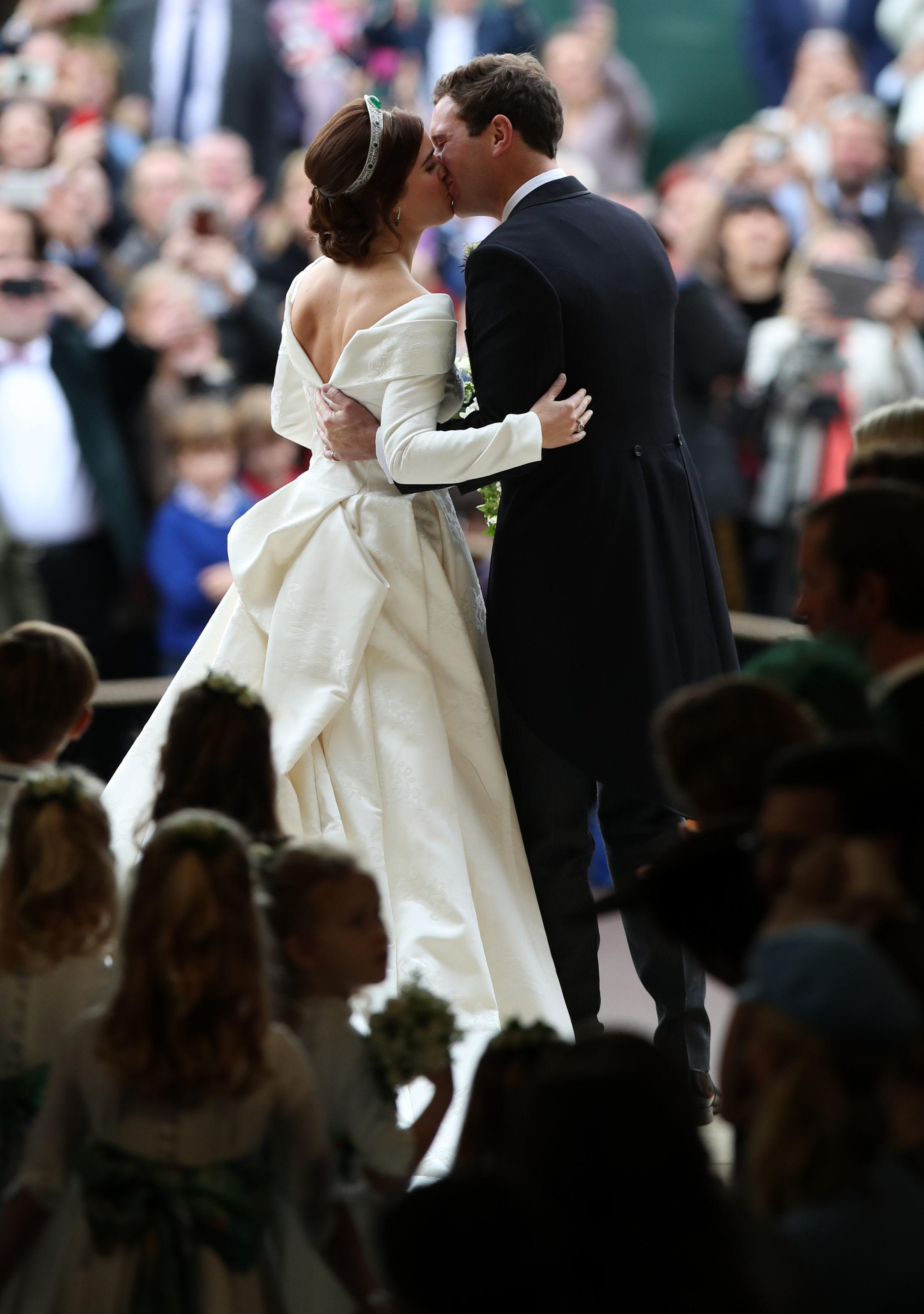 Princess Eugenie and Jack Brooksbank kissing at 2018 royal wedding