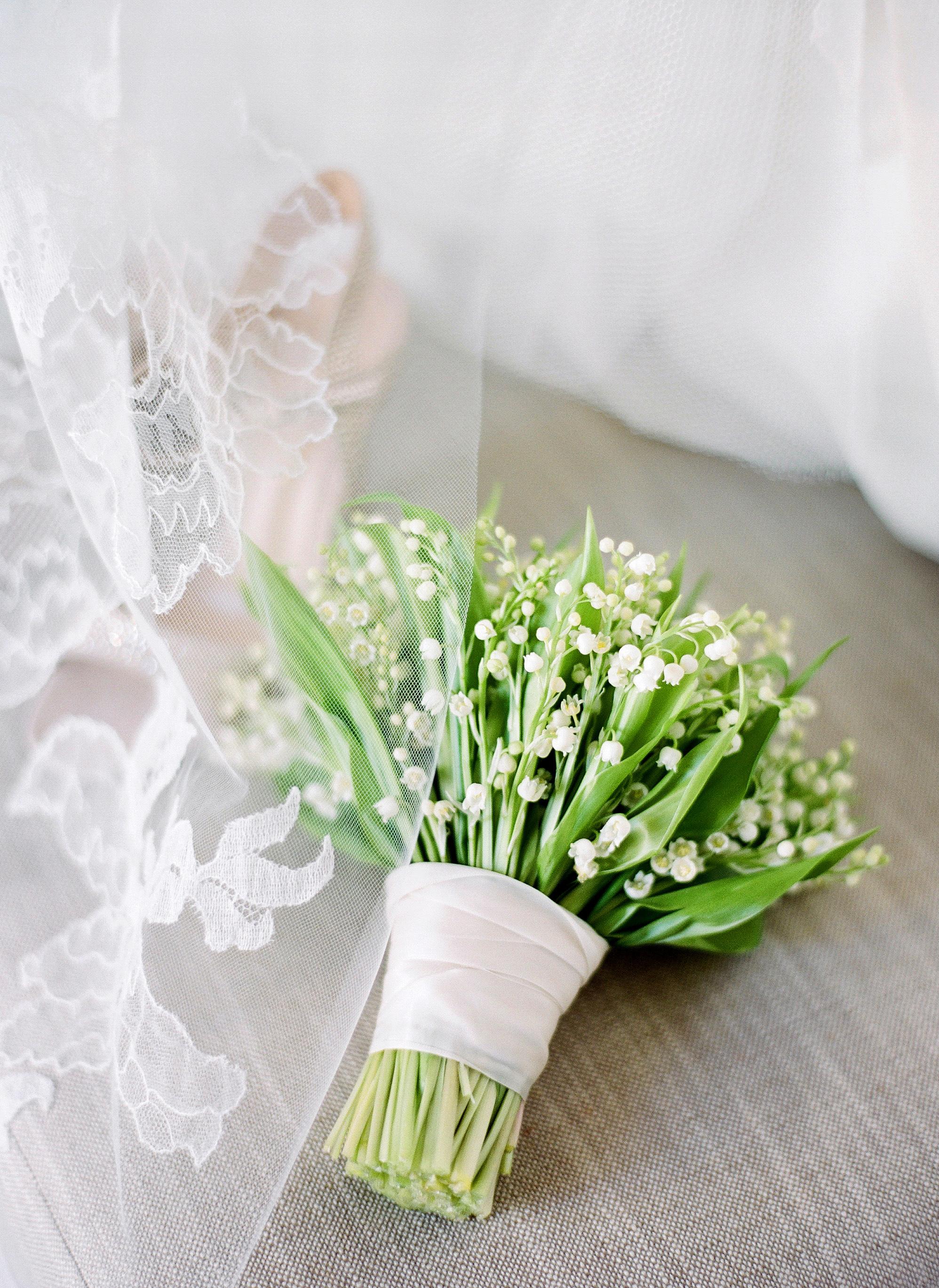 bouquet wraps ribbon green flowers