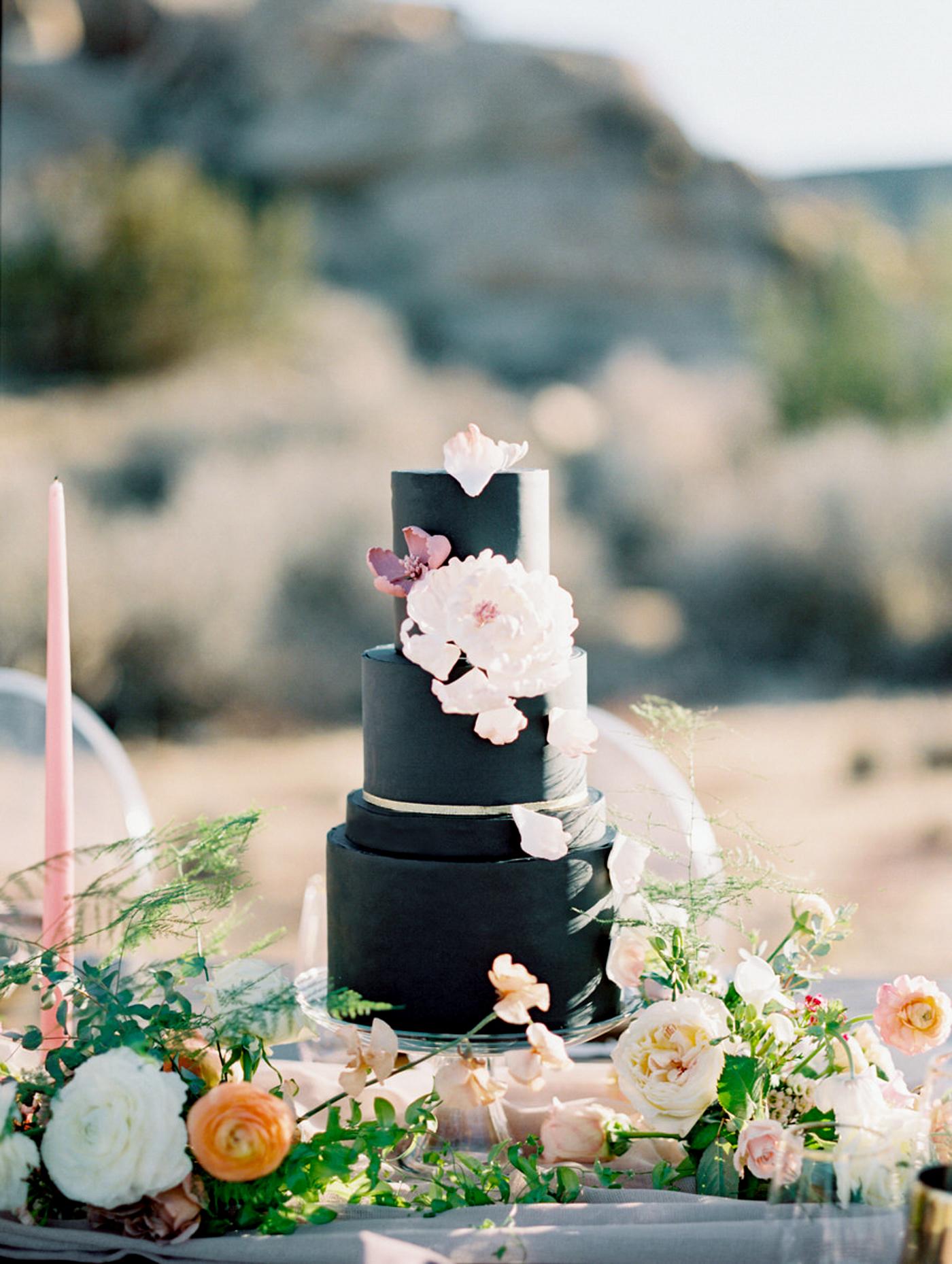 black wedding cake alicia mink initricakes