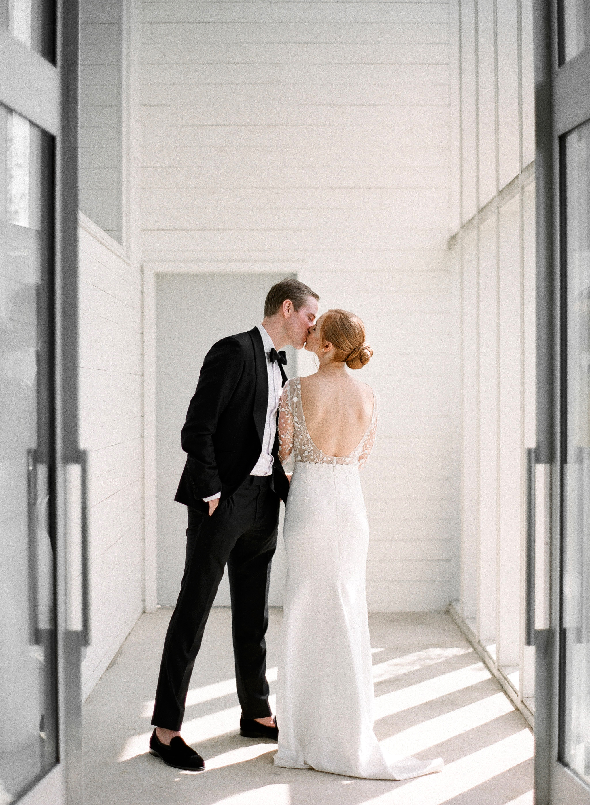 brittany peter wedding couple kissing