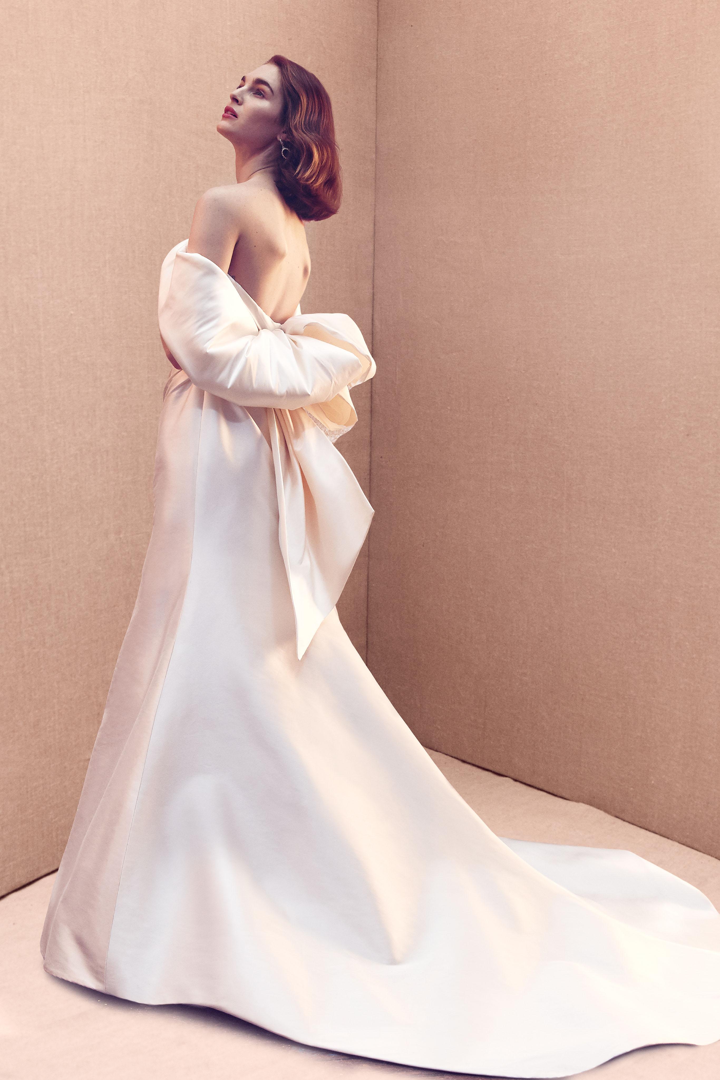 off-the-shoulder large bow train a-line wedding dress Oscar de la Renta Spring 2020