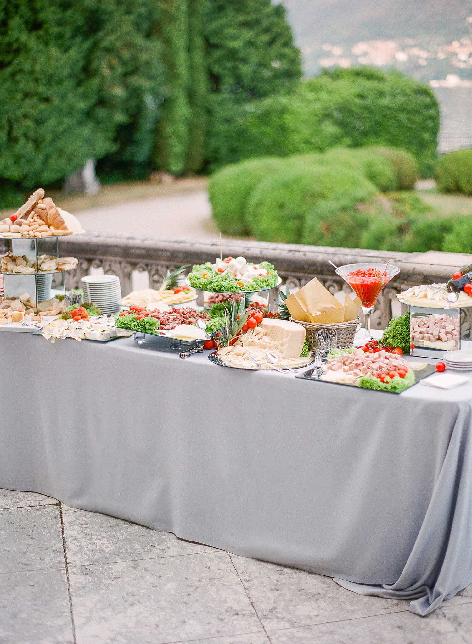 julia mauro wedding buffet table