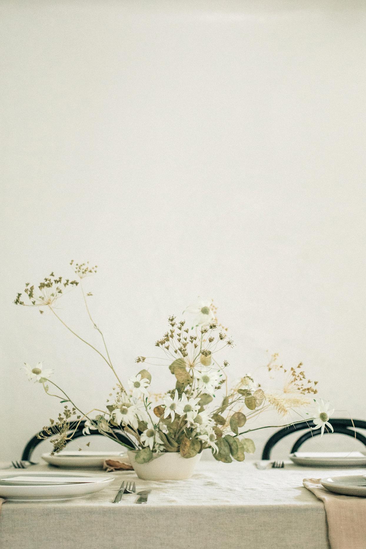 minimalist ikebana dried floral arrangement