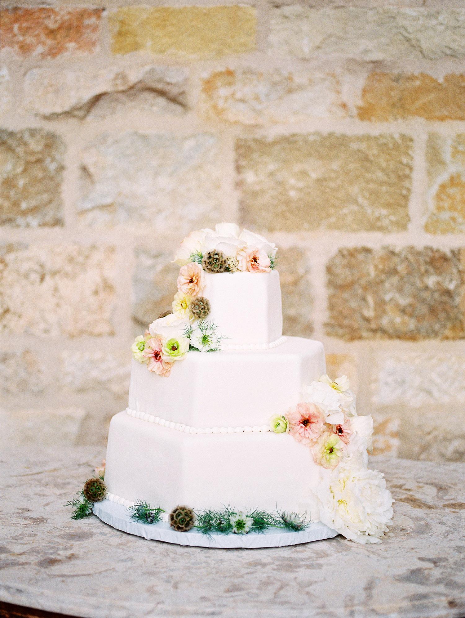 kati erik wedding cake with flowers detail