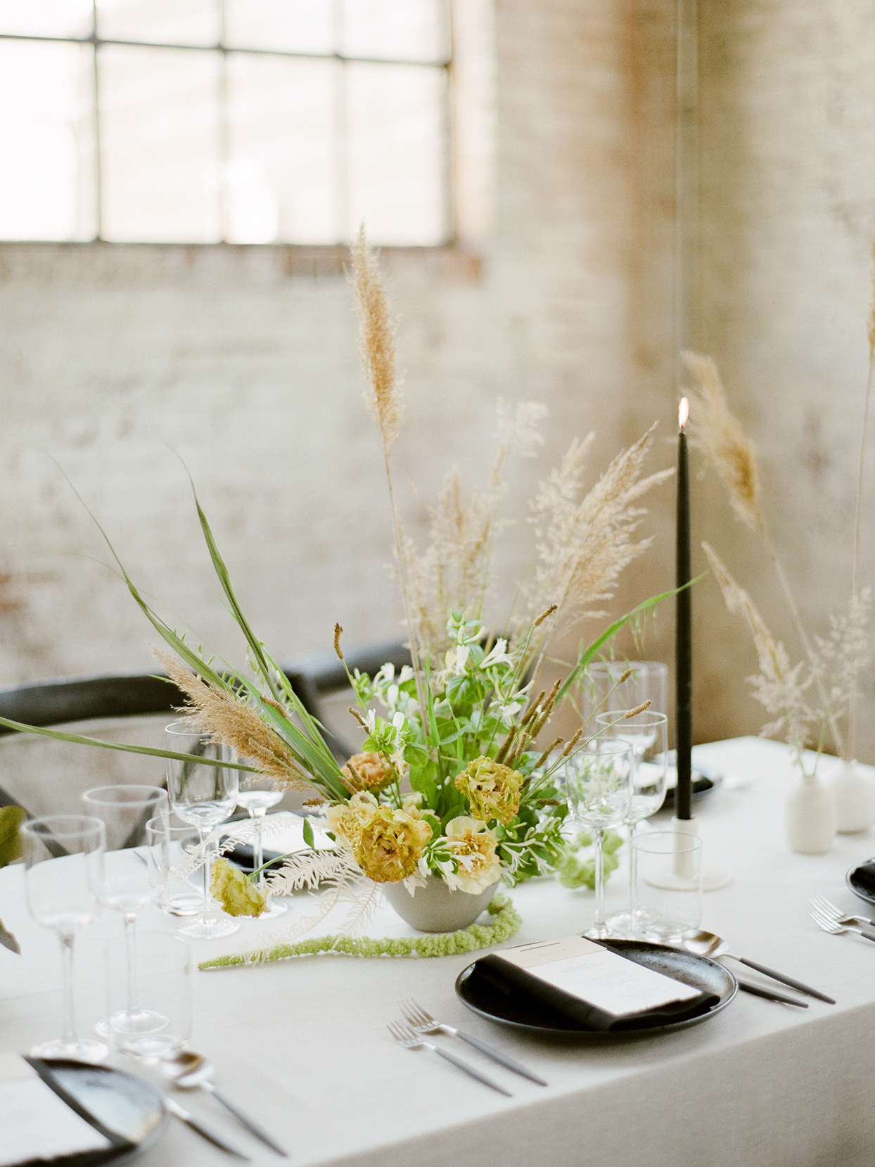modern floral bouquet on white reception table