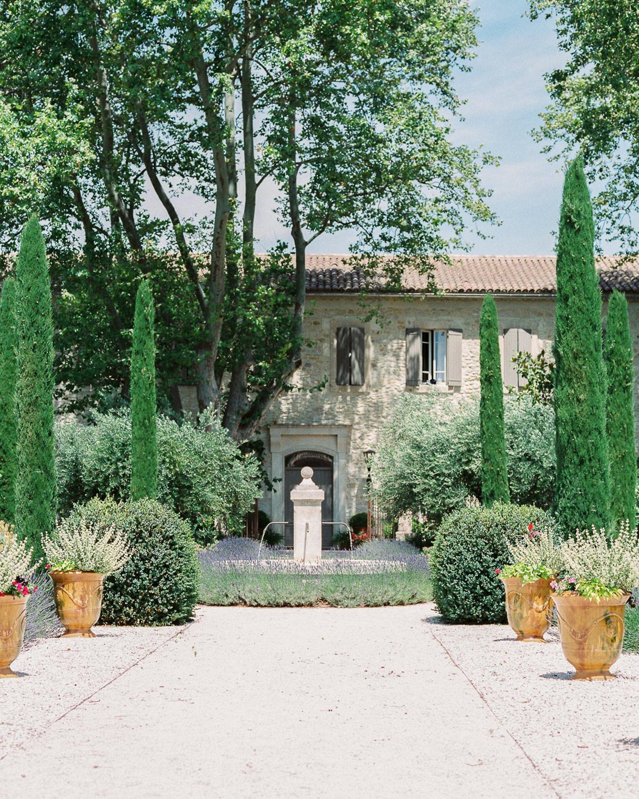 samantha grayson wedding venue courtyard