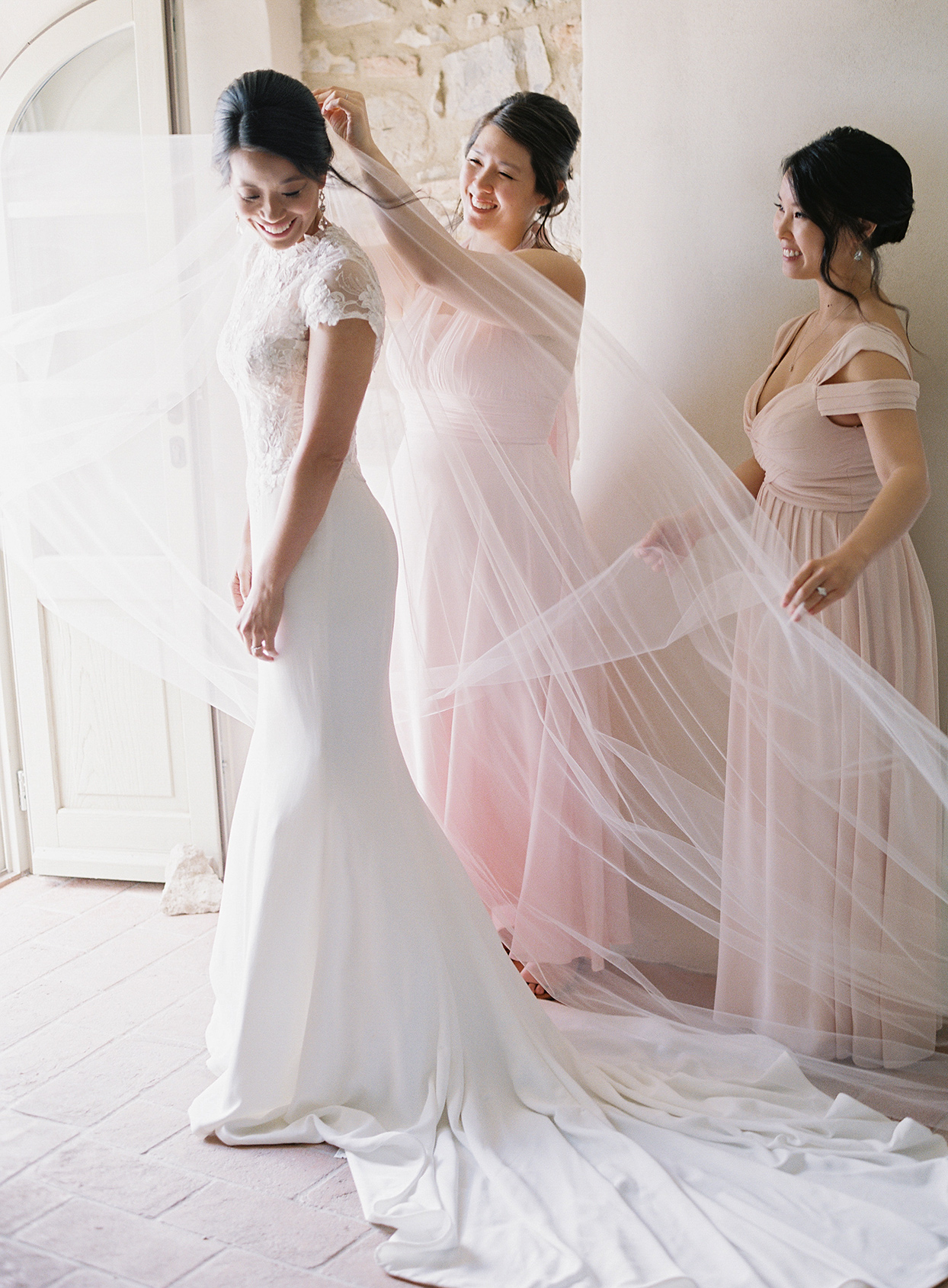 jen alan wedding bride getting ready with bridesmaids
