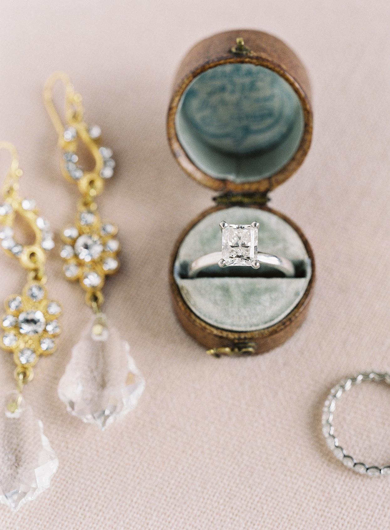 jen alan wedding ring in box