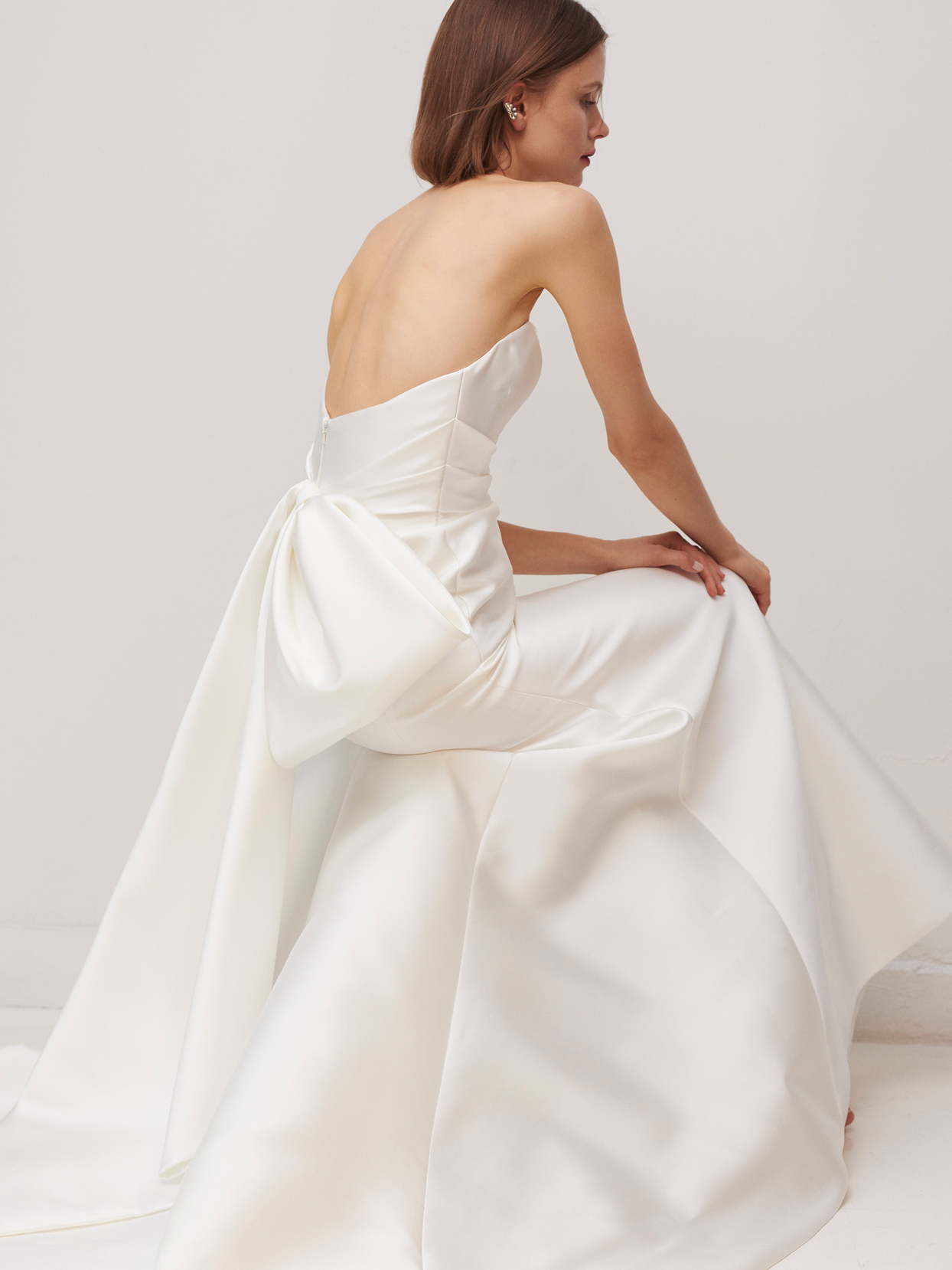 rivini by rita vinieris strapless wedding dress with bow in back fall 2020