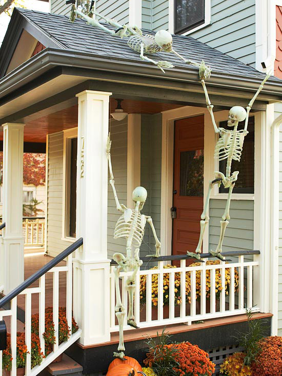 Spooky Skeleton Decorations For A Halloween Yard That Wows