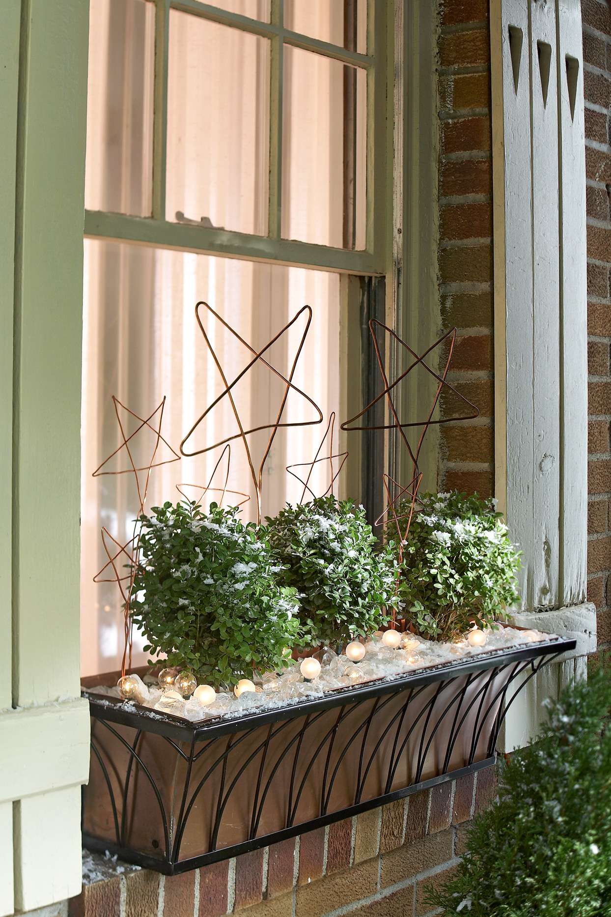 wintry window sill planter with wire stars