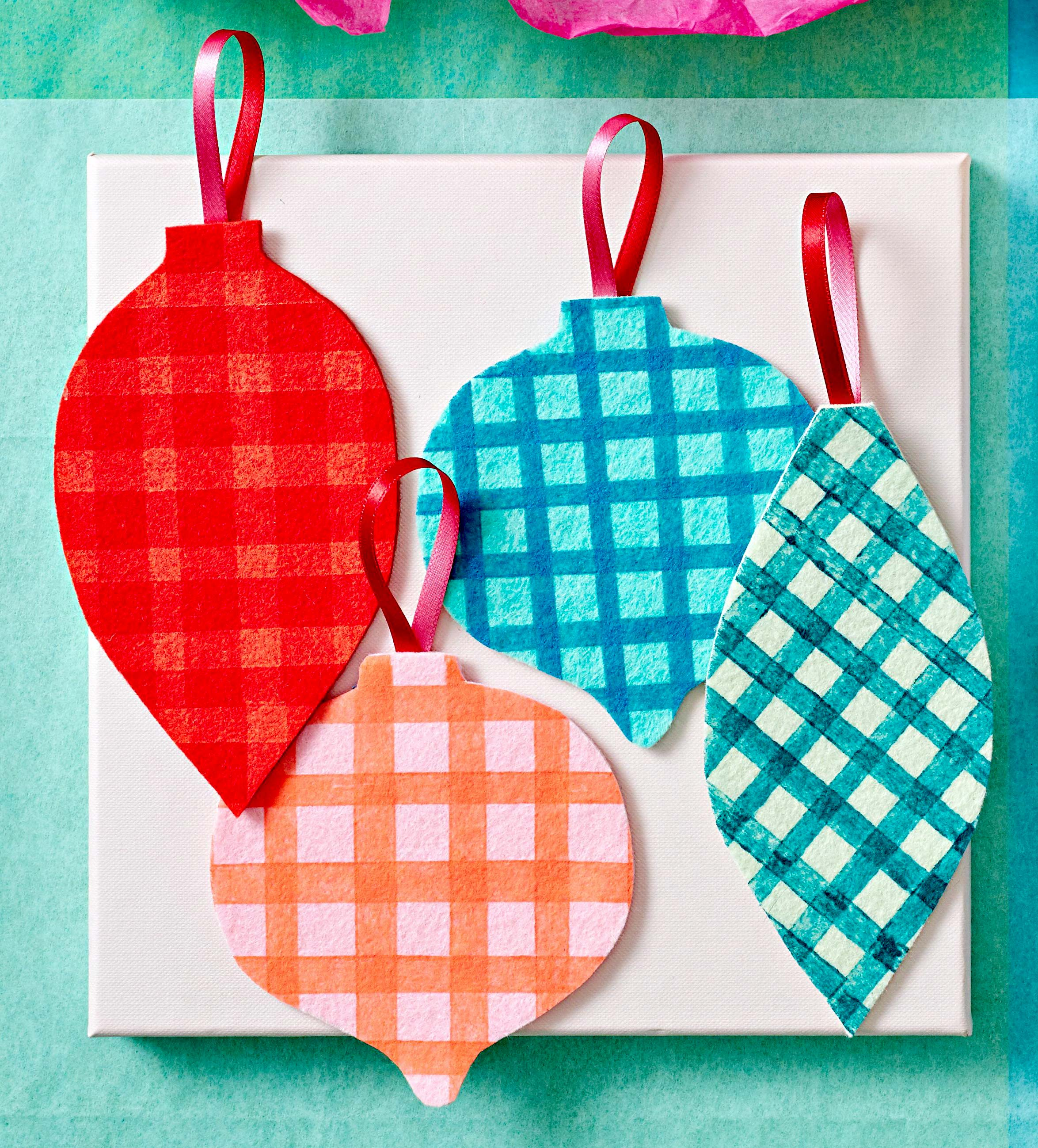 Flat ornaments with plaid decoration