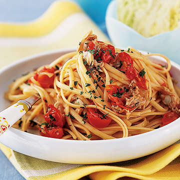 Linguini and Tomato-Clam Sauce