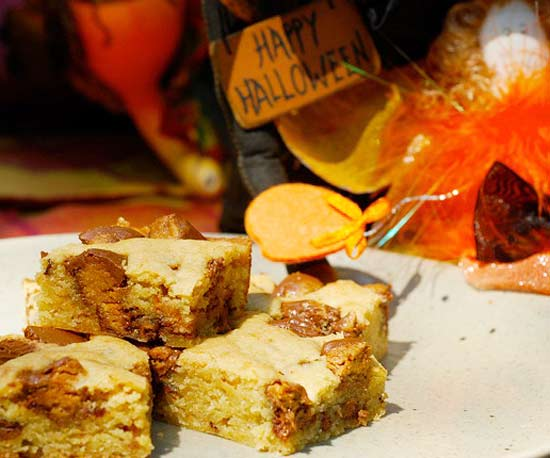 Reese's Peanut Butter Cup Blondie Bars recipe image