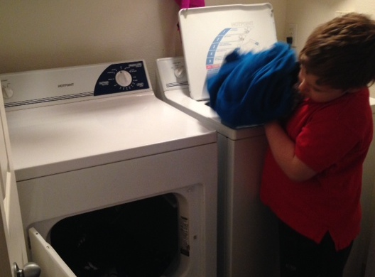 L helping do laundry