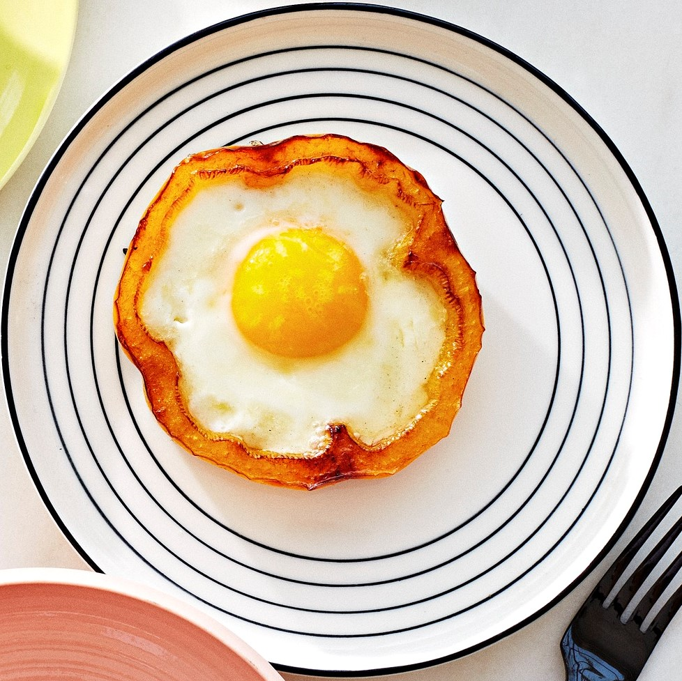 Fast Breakfast Egg and Bell Peppers or Acorn Squash Cups
