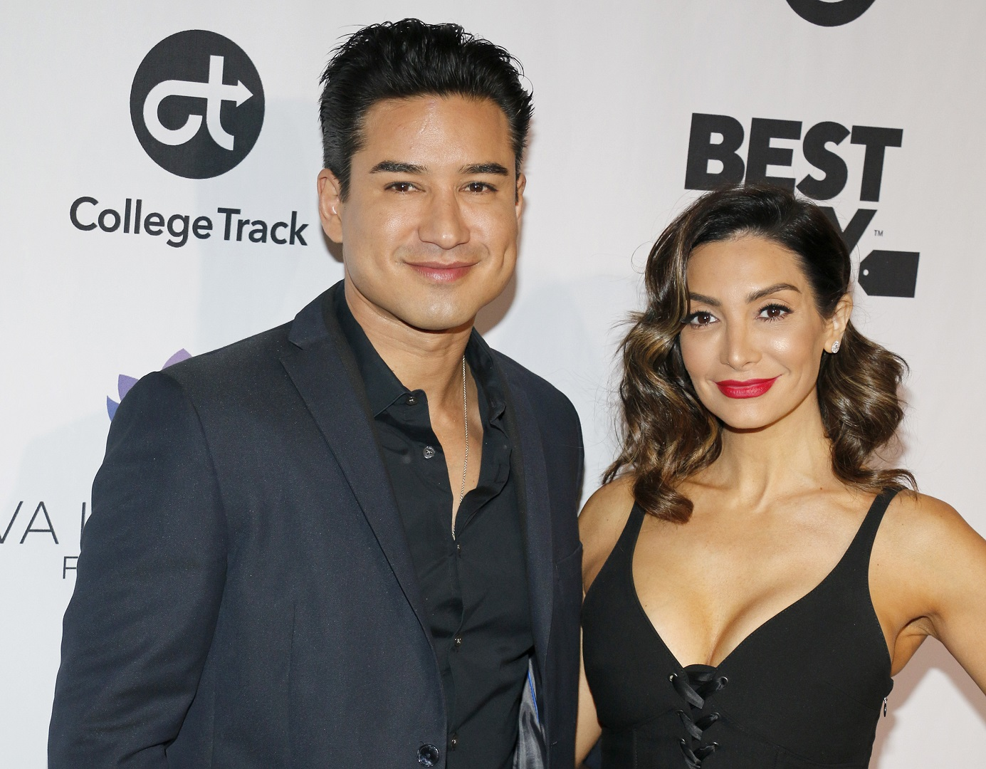 Mario Lopez and Wife Courtney Red Lip 2018