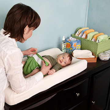 changing baby's eco friendly diaper