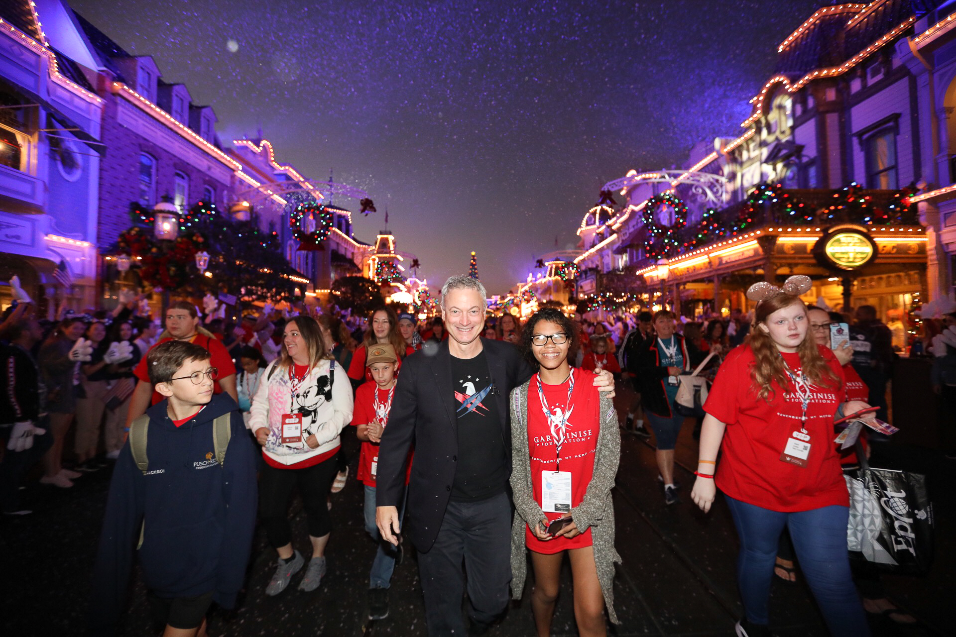 Gary Sinise Foundation Treats 1,000 Children of Fallen Soldiers to Free Disney World Vacation