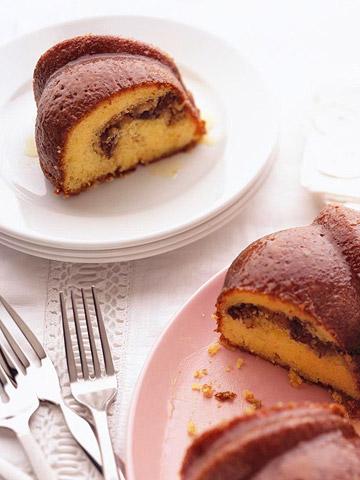 Minnesota: Sour Cream-Walnut Date Cake