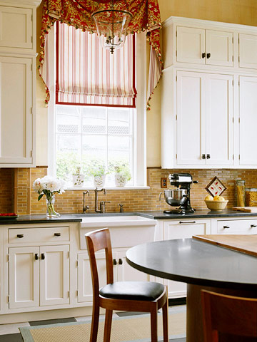 Perfect pairing for kitchen curtains