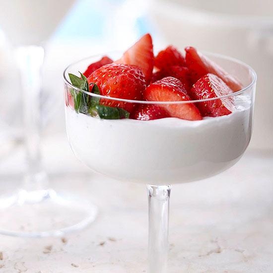 Vanilla Bean Panna Cotta with Strawberries