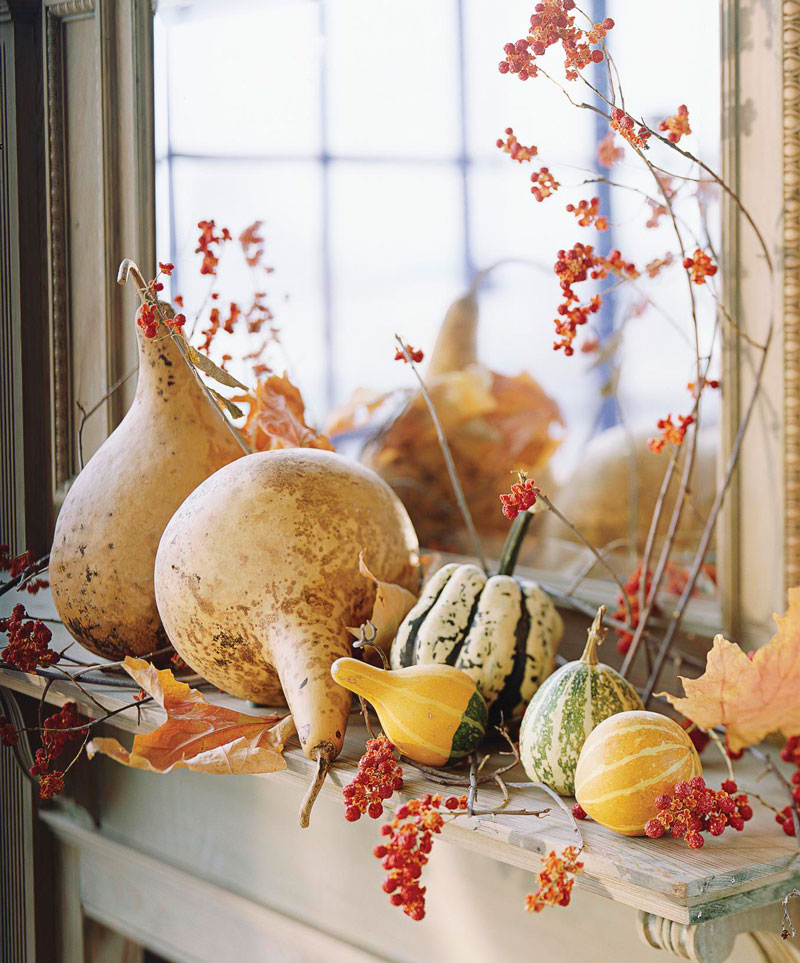 Mantel of gourds