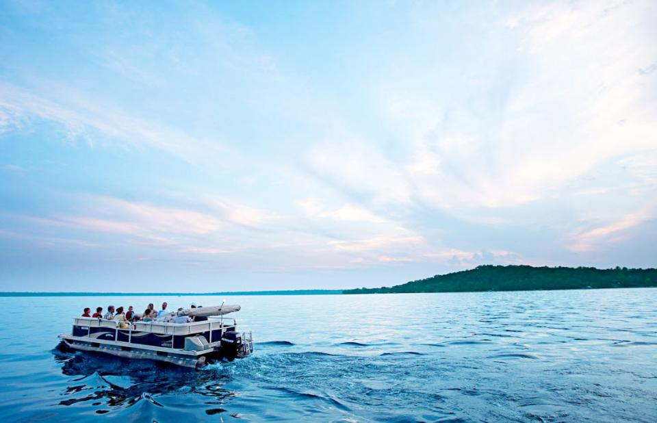Sunset cruises from Grand View Lodge capture the last glow of daylight.