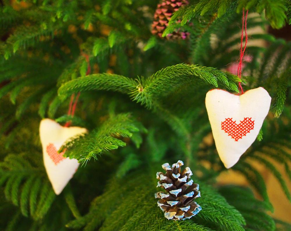 Pinecones-as-ornaments